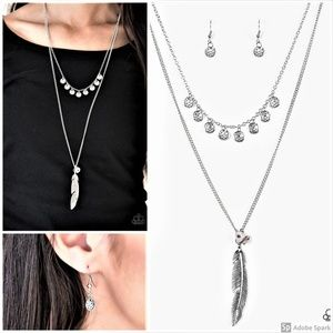 Mojave Musical - Silver Feather Necklace Set